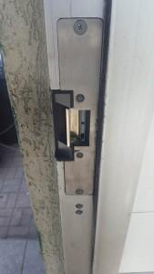 Electric door strike